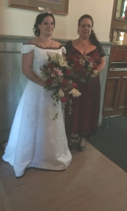 bride-and-maid-of-honor-with-bouquets