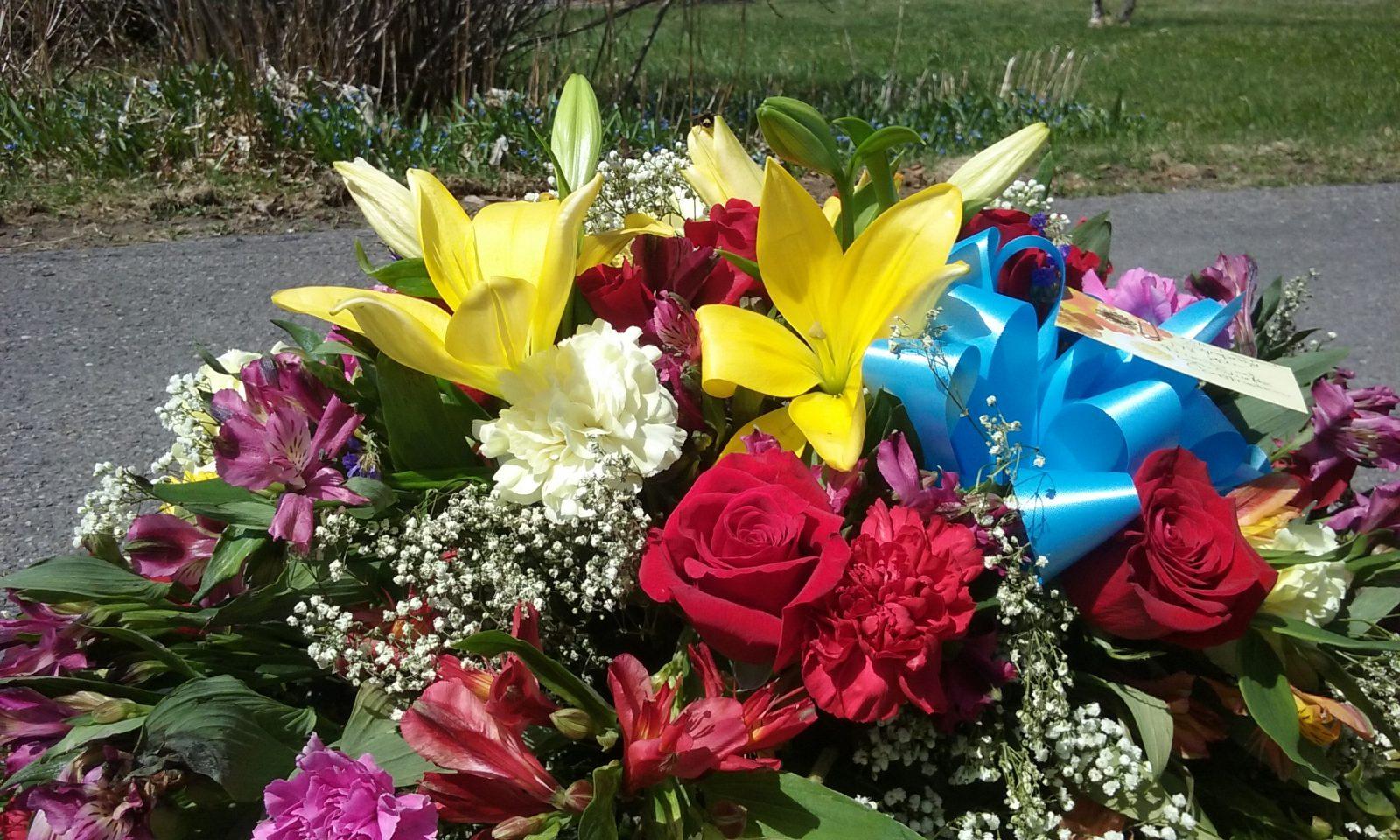 rose-petal-florist-signature-casket-spray