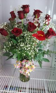 Red roses and baby's breath in glass vase
