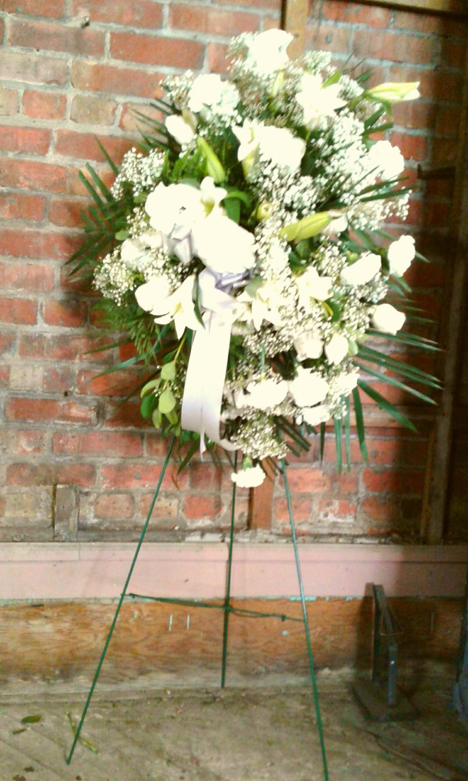 Funeral sympathy flowers delivery standing sprays share this izmirmasajfo Images