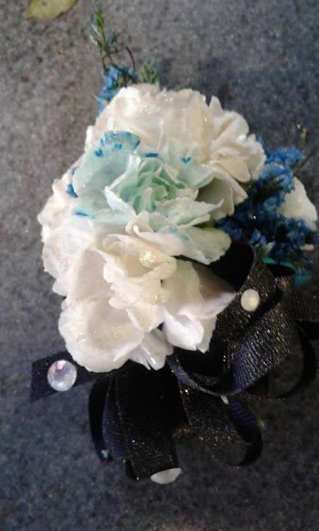 corsage-white-with-blue-20170513_071544